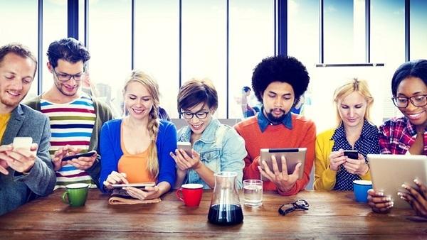 millennials-on-mobiles